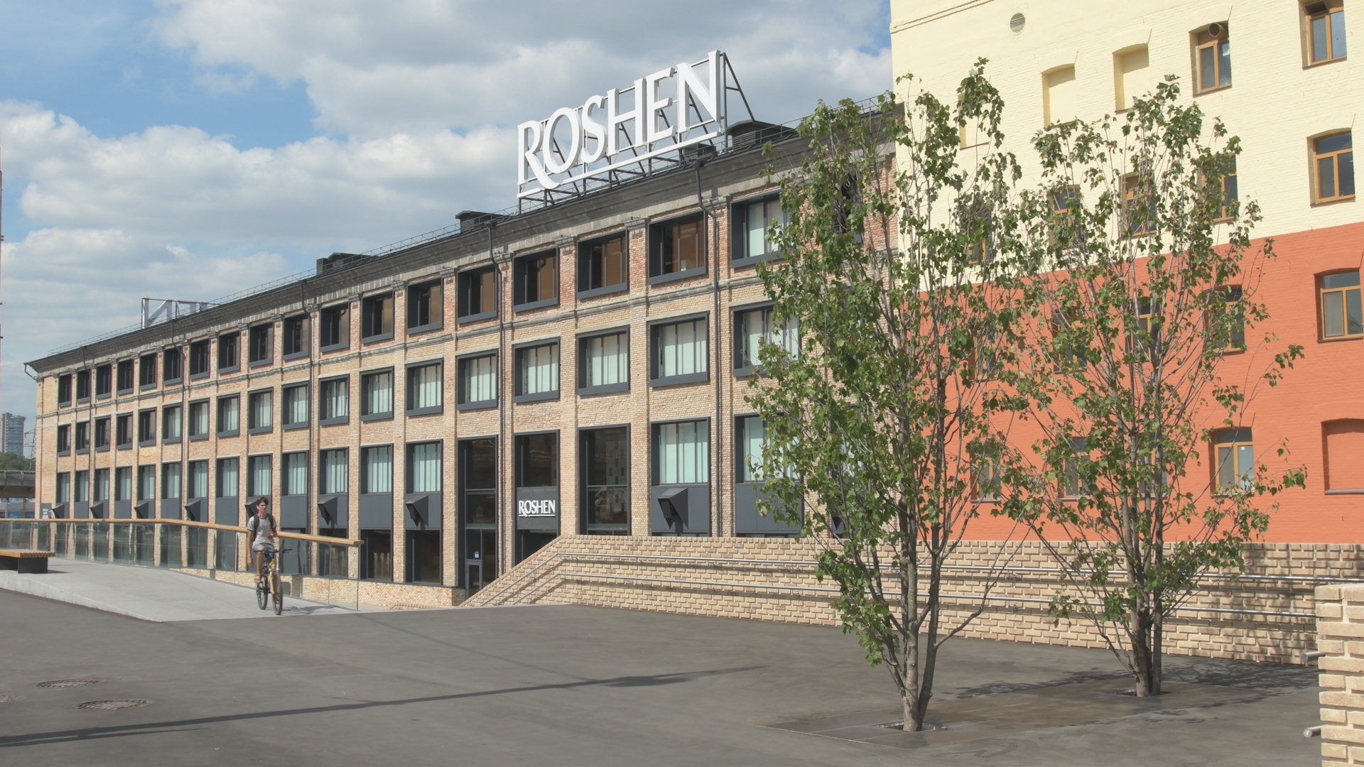 Pedestrian area near Roshen factory