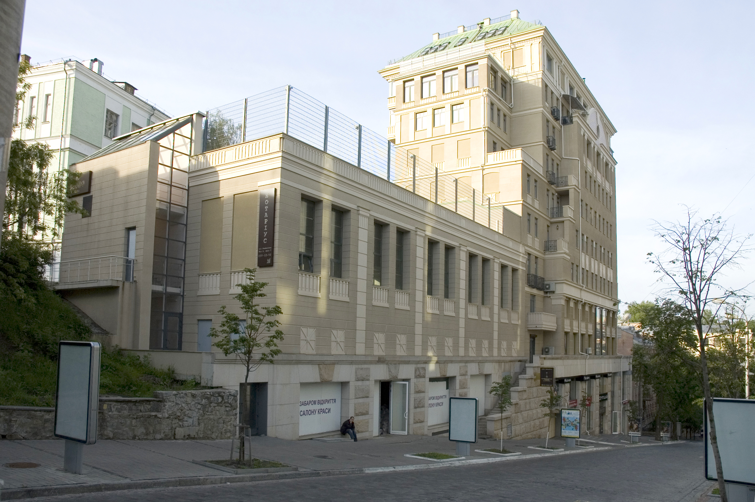 Residential building on 6 Olhinska str.