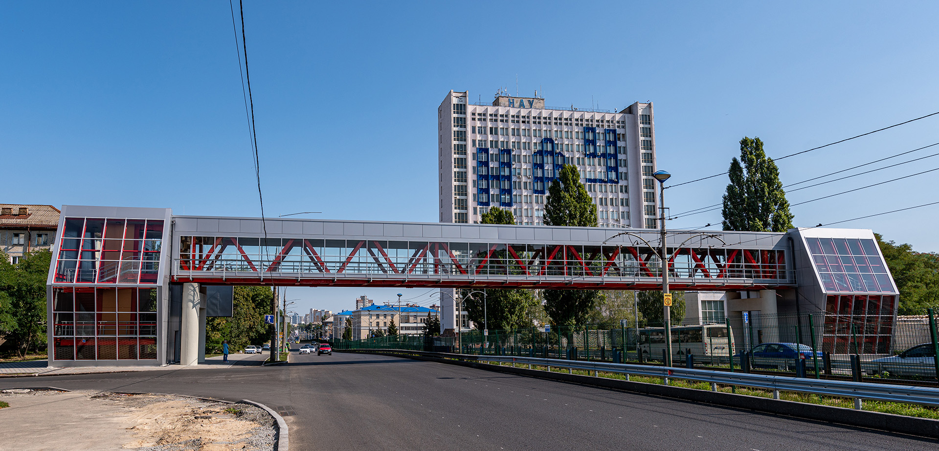 Pedestrian bridge across Komarova str.