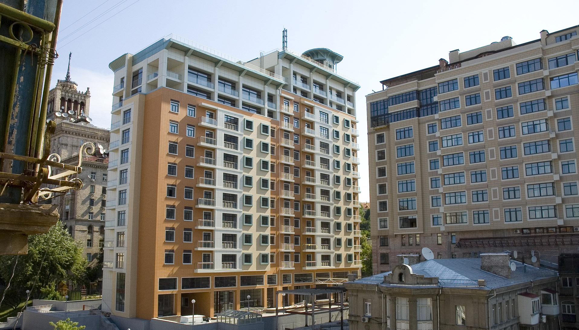 Residential building on 5-7 Kruhlouniversitetska str.