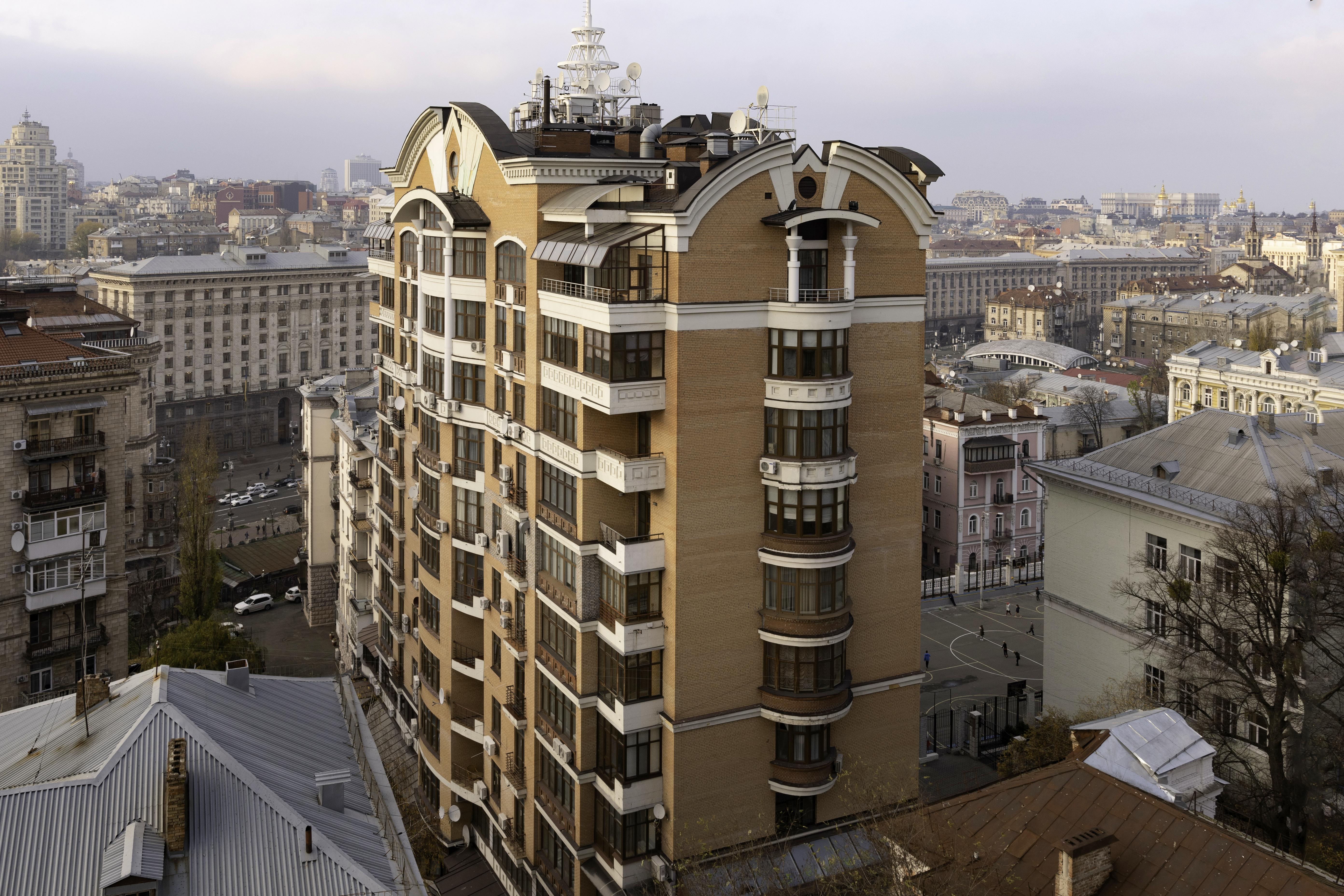 Residential building on 10, Luteranska  str.